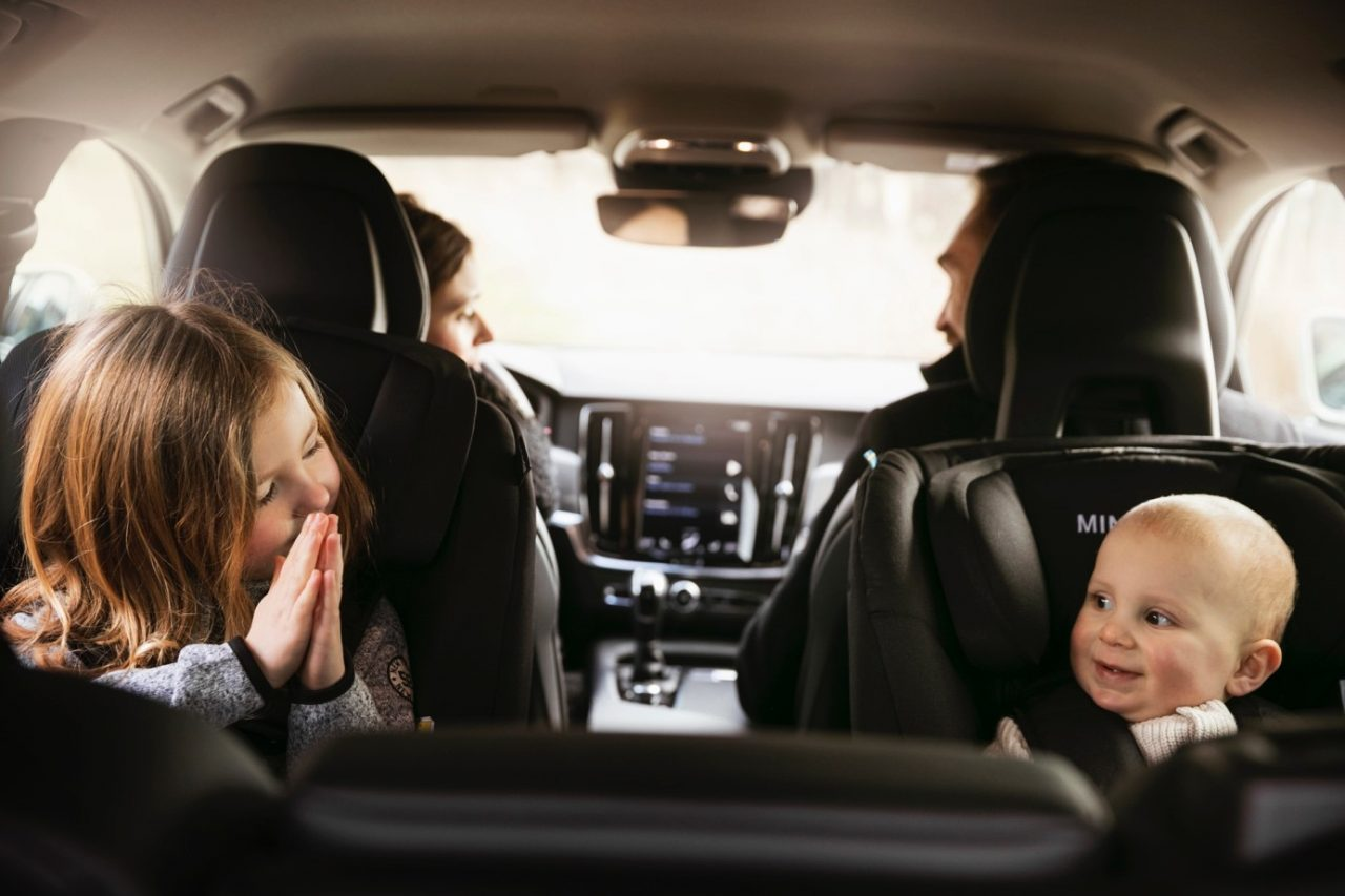 Children rear facing in car